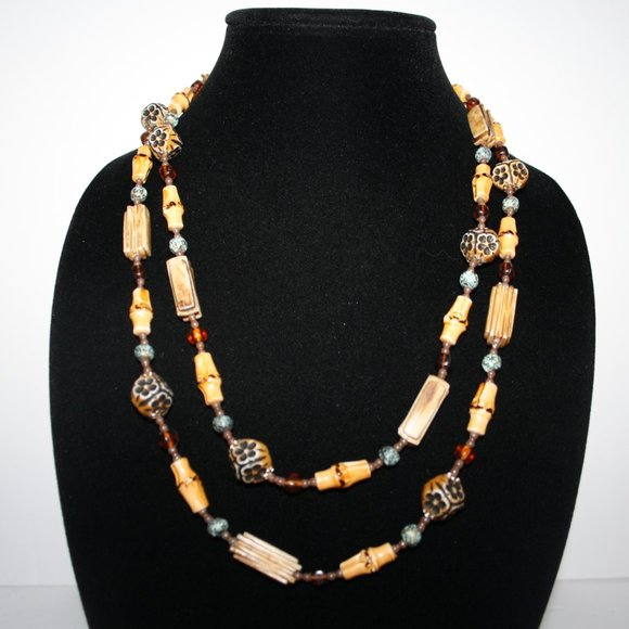 Beautiful vintage wood and glass beaded necklace